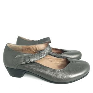 Taos Mary Jane Ta Dah Gray Leather Shoes 8